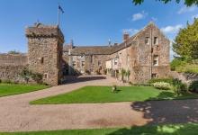 В Шотландии продают замок XIII века и остров по дешевке