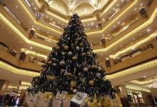 Самая дорогая в мире новогодняя елка установлена в Абу-Даби