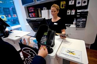 Наличные больше не принимают в магазинах и ресторанах Швеции